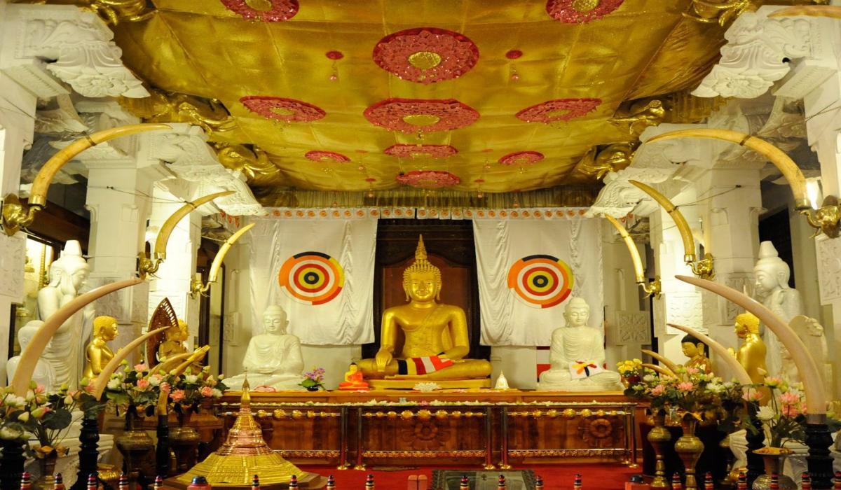 Посещение на храма Зъбът на Буда